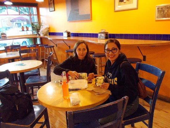 Nini's Taqueria : Dining area