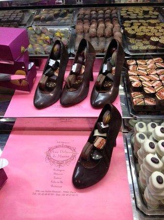 Aux Delices De Manon: shoe chocolat