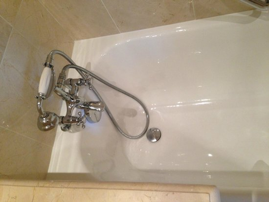 West-End Hotel : Bathtub (Room also had a Stall Shower)