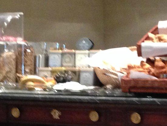 West-End Hotel : Breakfast: Fruit, Tea, Bread, etc.