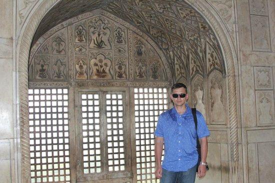 Fort rouge d'Āgrā : внутри дворца