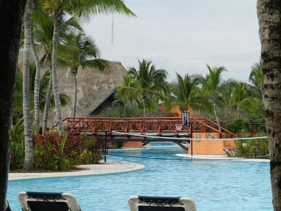 Barcelo Maya Colonial: piscinas