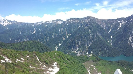 Tateyama Kurobe Alpine Route: 大観峰から見た後立山連峰と黒部湖