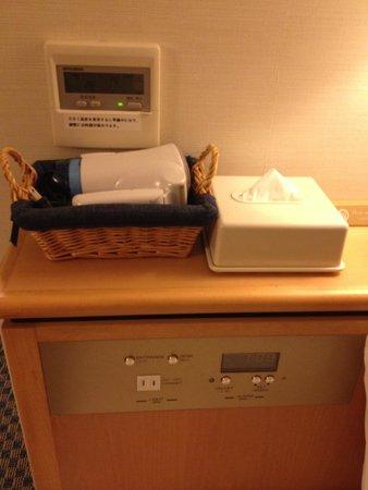Keio Presso Inn Ikebukuro: ベッドサイドのドライヤー、ティッシュ
