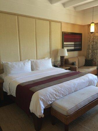 Shangri-La's Boracay Resort & Spa: bed
