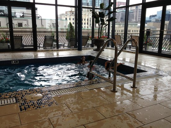 Le Square Phillips Hotel & Suites : Rooftop Pool