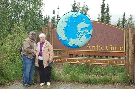 1st Alaska Tours: We're at the Arctic Circle: 66˚33'.