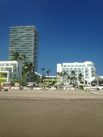 Hilton Puerto Vallarta Resort: resort view from beach