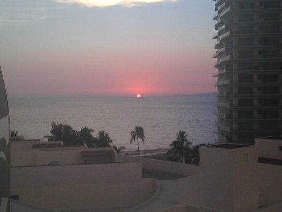 Hilton Puerto Vallarta Resort: sunset view from our room