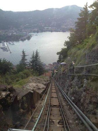 Funicolare Como-Brunate : Visa da Decida na frente do funicular