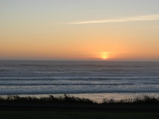 The Yachats Inn: Beautiful sunset