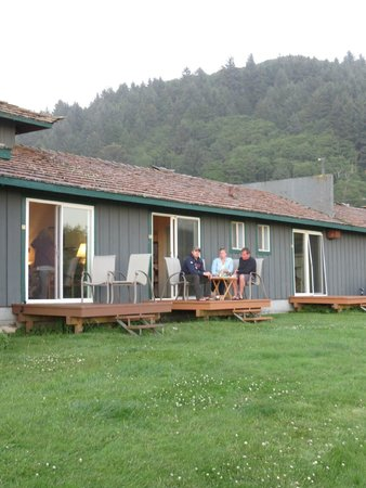 The Yachats Inn: A little picnic on the deck