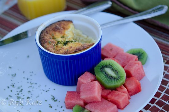 The Casitas of Arroyo Grande : Gourmet Breakfast: Egg and sausage souffle with fresh fruit, toast and scones