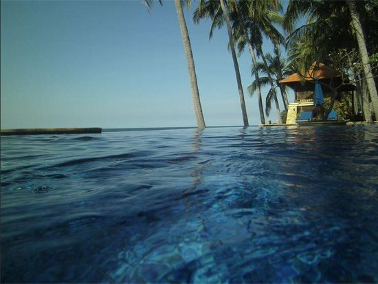 Agung Bali Nirwana Private Luxury Villas: Taken in the pool, with Spa centre and ocean in view