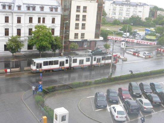 Ibis Bucuresti Gara de Nord : Vintage trams viewed from the room