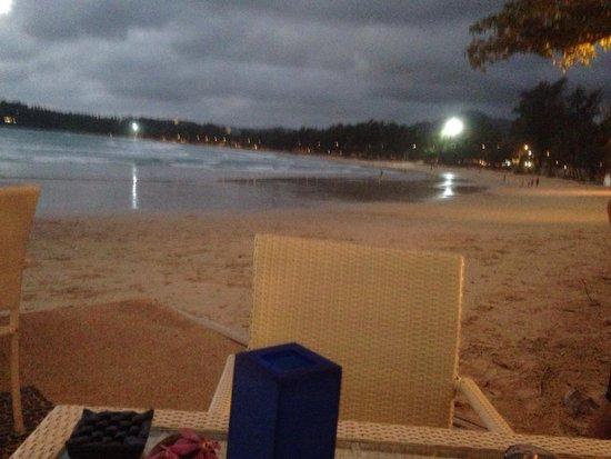 Re Ka Ta Beach Club: Dining on the beach, almost