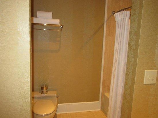 Planters Inn: Bathroom