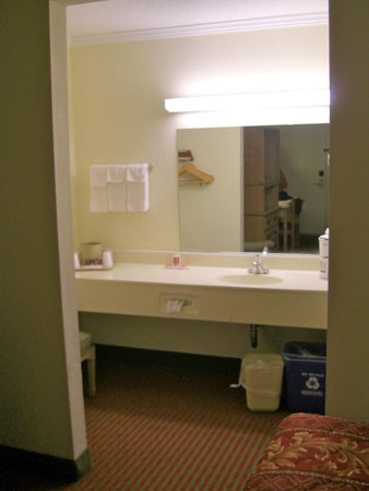 Travelodge Page : Right outside the barhroom