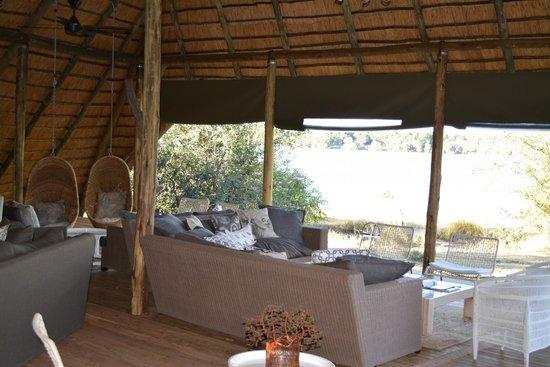 Victoria Falls River Lodge - Zambezi Crescent: Hotel Common Area
