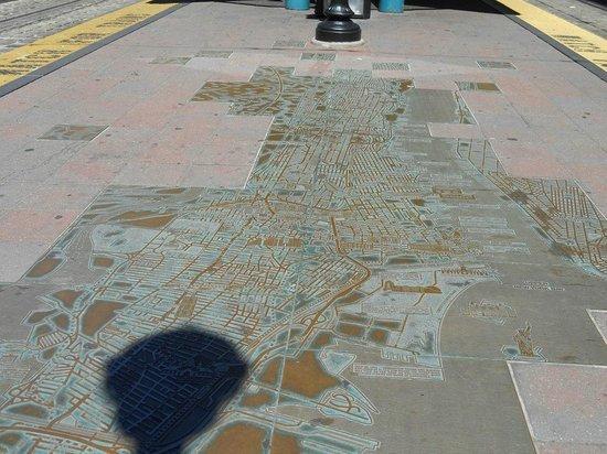 Downtown Jersey City, New Jersey - Waterfront 9/11 Memorial - #8: Mapa de Jersey City en la estación de tranvía