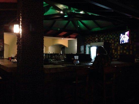 Ellioti's Ristorante Italiano : Outside bar