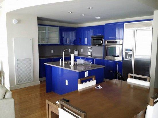 W Fort Lauderdale: kitchen