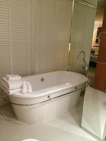 BYD Lofts Boutique Hotel & Serviced Apartments : Nice bathroom