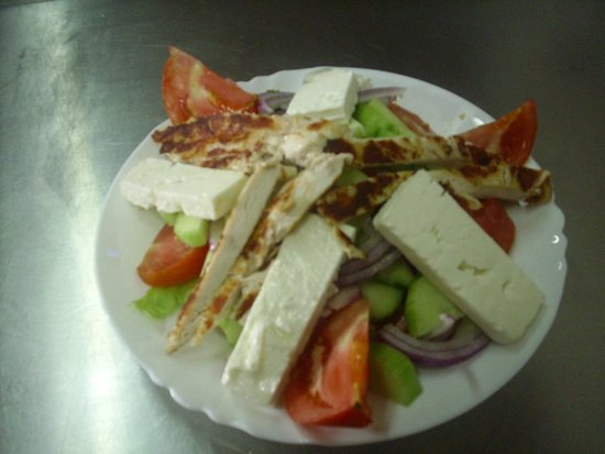 D & B's Bar & Restaurant: greek Salad