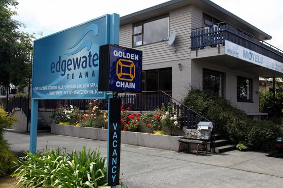 Edgewater Motel: Entrance
