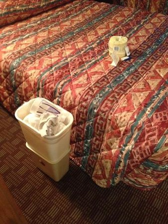 City Center Inn : This is how i found my room. would you want to stay here with some elses trash? What else wasnt