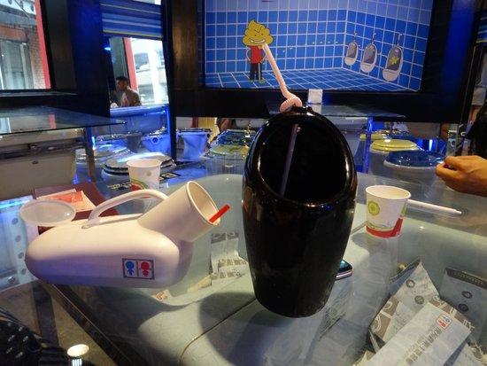 Modern Toilet - Taipei Ximending: drinks