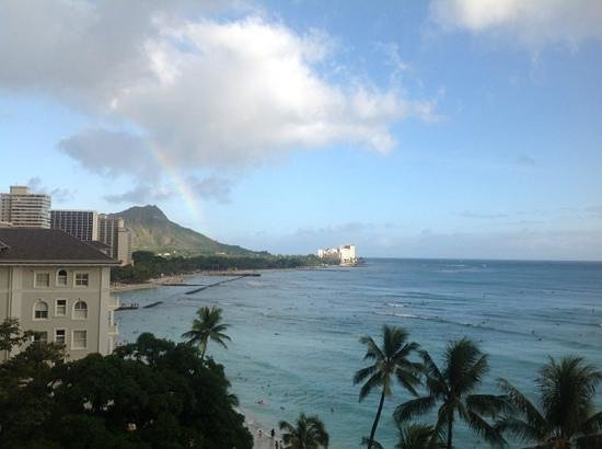 Moana Surfrider, A Westin Resort & Spa : rainbow over Diamond Head from our room