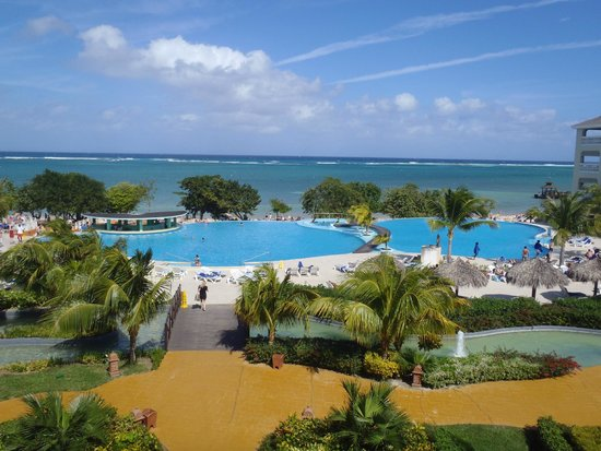 Iberostar Rose Hall Beach Hotel : The pool area