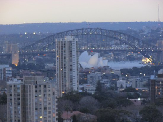 Meriton Suites Bondi Junction: View of Sydney Harbour from the room