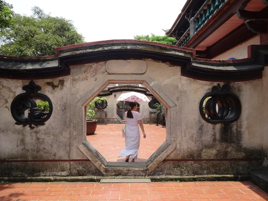 The Lin Family Mansion and Garden: Arch