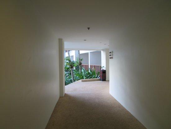 Deevana Plaza Phuket Patong : 外廊下