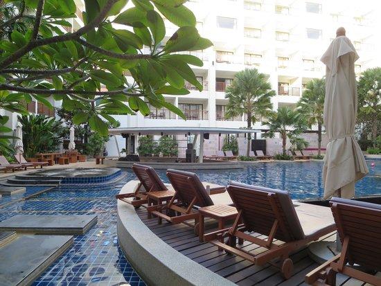 Deevana Plaza Phuket Patong : プール