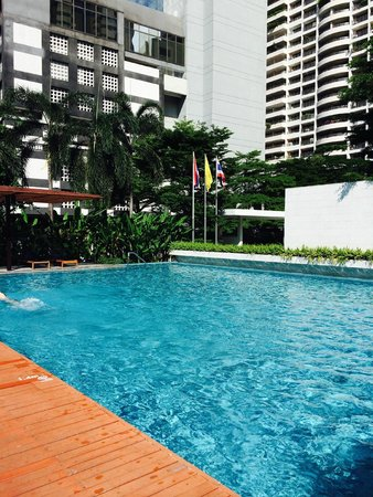 COMO Metropolitan Bangkok: glorious pool