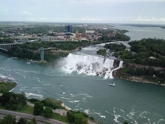 Niagara Falls Marriott Fallsview Hotel & Spa : Falls-view from 18th floor American & Bridal Falls