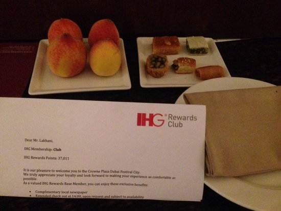 Crowne Plaza Dubai Festival City: Welcome amenities on arrival in the room