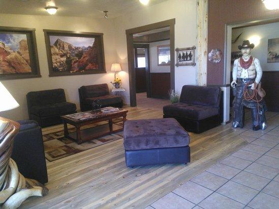 Broken Spur Inn : Foyer