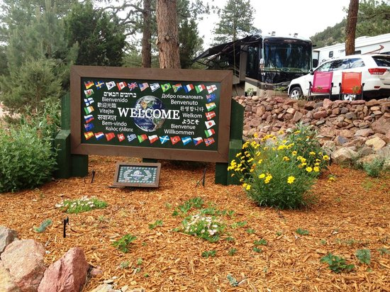 Mountaindale Cabins & RV Resort : Entrance/Exit