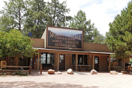 Mountaindale Cabins & RV Resort : Office and Store area