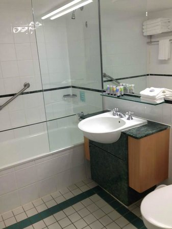Watermark Hotel & Spa Gold Coast: bathroom
