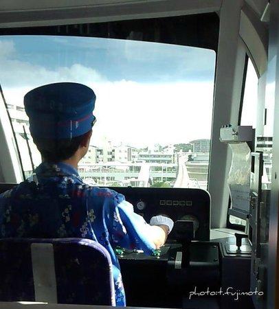運転手さんの制服がいかにも沖縄!
