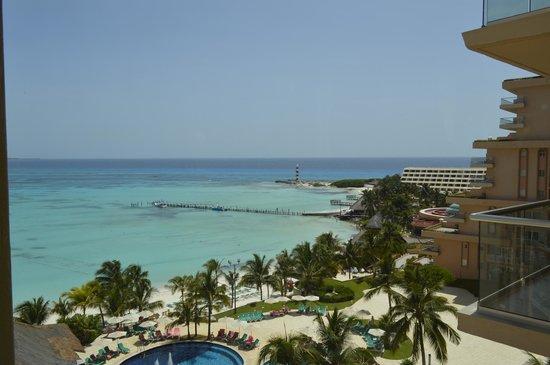Grand Fiesta Americana Coral Beach Cancun: Vista panoramica do elevador.