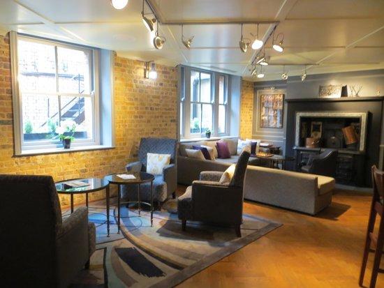 Morton Hotel: lounge area