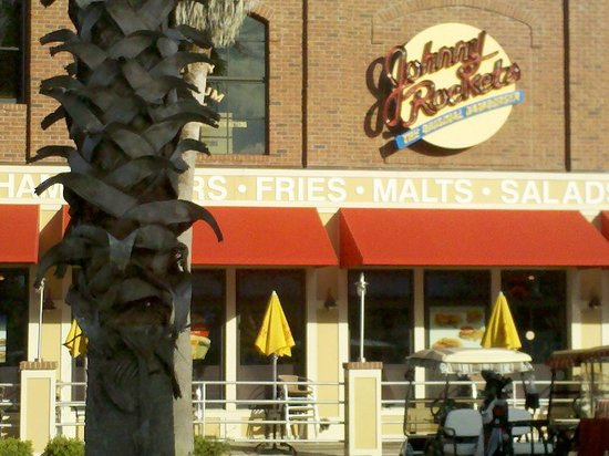 Johnny Rockets: Front entrance with outside seating