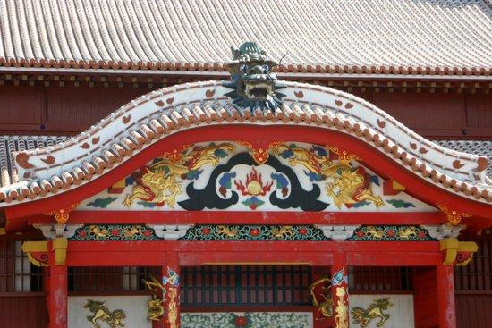 Shurijo Castle: 正面の見事な装飾