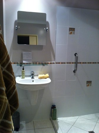 124 on Brunswick: Te Ngahere bathroom